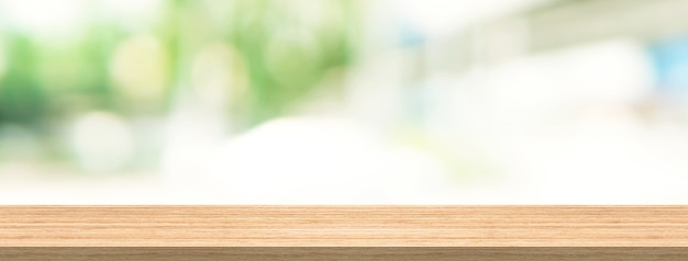Piano tavolo in legno e sfocatura dello sfondo per le dimensioni del banner di montaggio del prodotto e del display