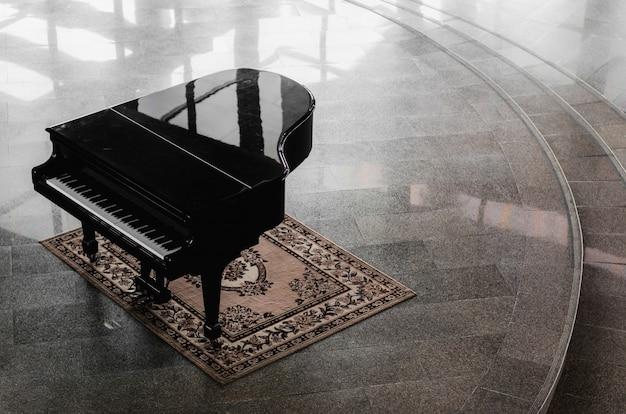 Pianoforte a coda nella hall