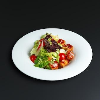 Piatti della cucina tradizionale russa. servizio al ristorante