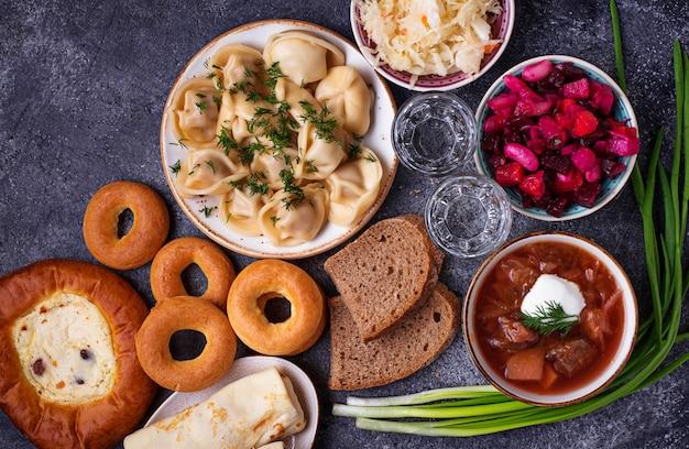 Piatti tradizionali russi, dolci e vodka