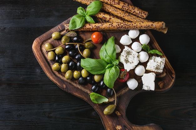 Piatto antipasto mediterraneo