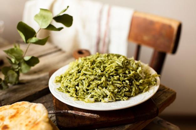 Piatto asiatico aromatico con riso