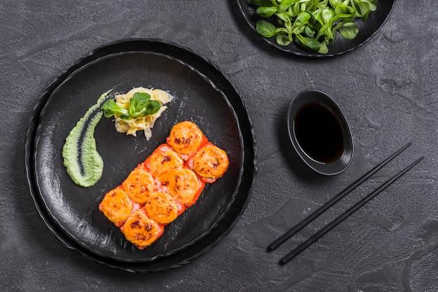 Piatto asiatico con wasabi e salsa di soia