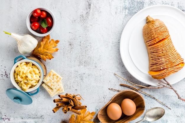 Piatto autunno laici cibo con spazio di copia