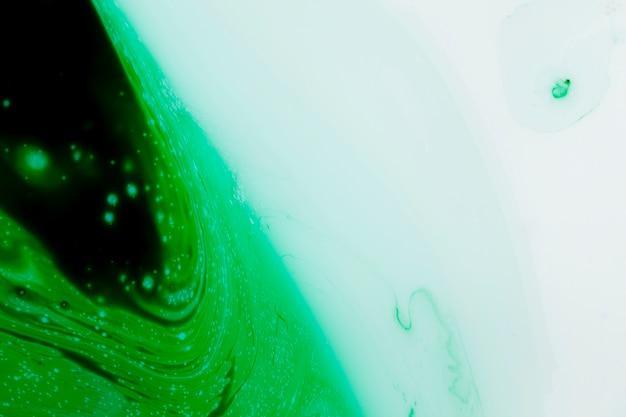 Piatto cerchio verde e copia spazio