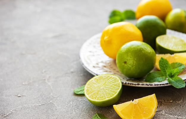 Piatto con limoni e lime
