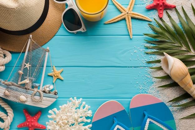 Piatto concetto di vacanza laici con spazio di copia