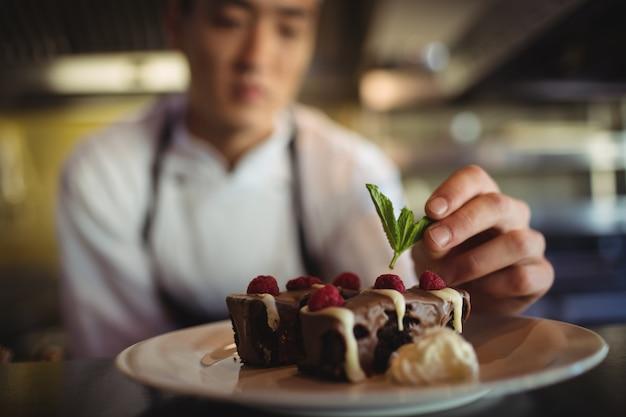 Piatto da dessert guarnitura chef maschio