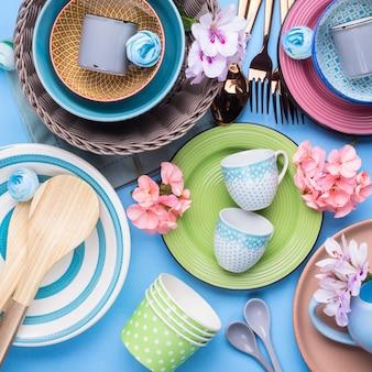 Piatto da tavola impostato su pastello blu