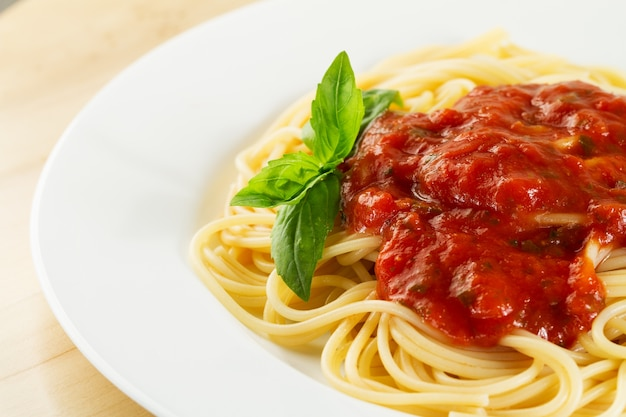Piatto di basilico ciliegia menu gourmet