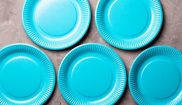 Piatto di carta blu eco friendly
