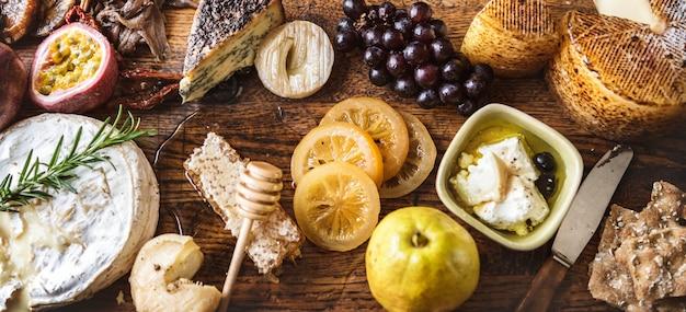 Piatto di formaggio e frutta abbinamenti cibo ricetta idea di fotografia
