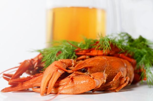 Piatto di frutti di mare con gamberi bolliti rossi