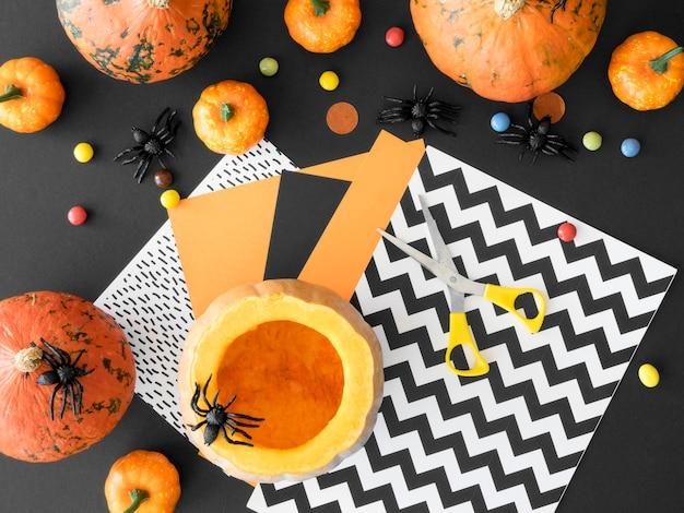Piatto di laici concetto di arrangiamenti di halloween