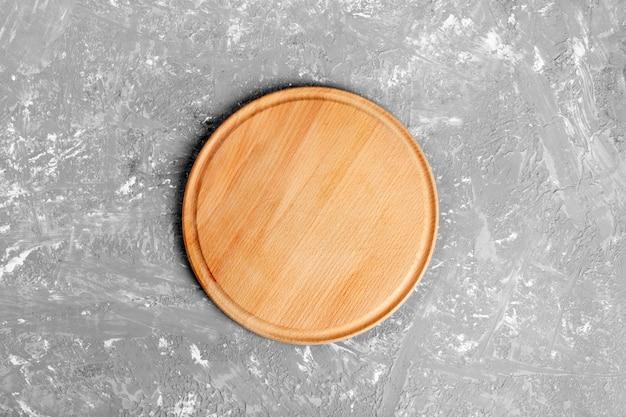 Piatto di legno rotondo vuoto