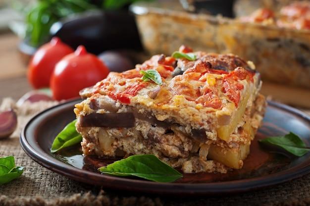 Piatto di moussaka greco