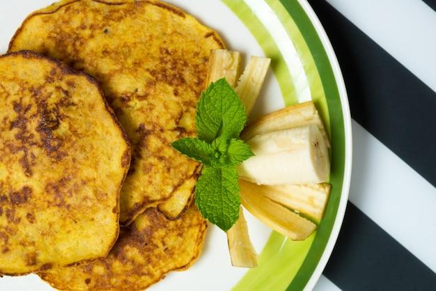 Piatto di pancake di banana