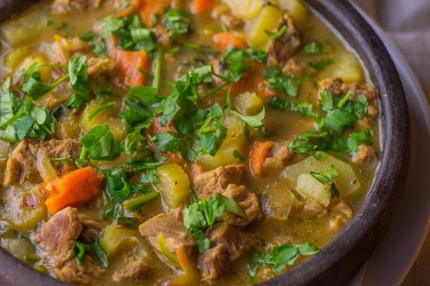 Piatto di verdure e carne irlandese
