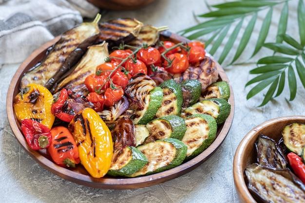 Piatto di verdure grigliate