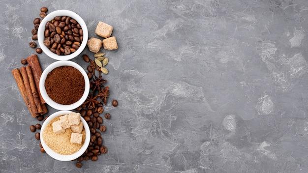 Piatto disteso di caffè con spazio di copia
