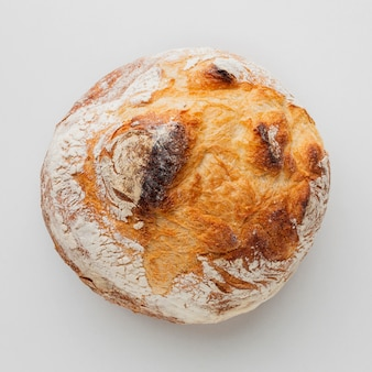 Piatto disteso di pane croccante al forno
