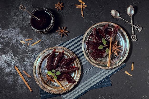 Piatto gustoso piatto da dessert in gelatina