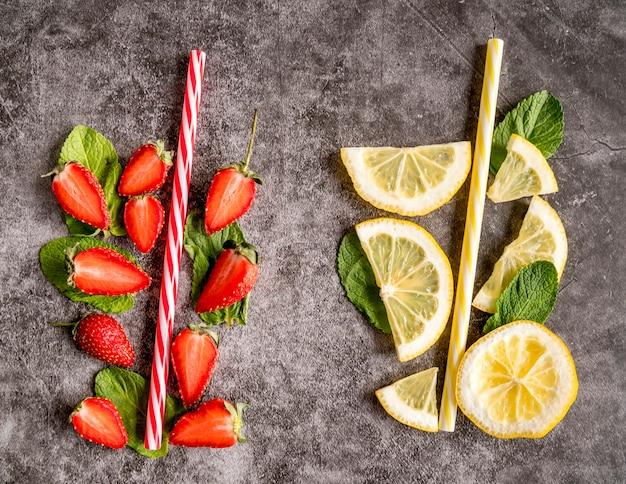Piatto laici di frutta per cocktail estivo