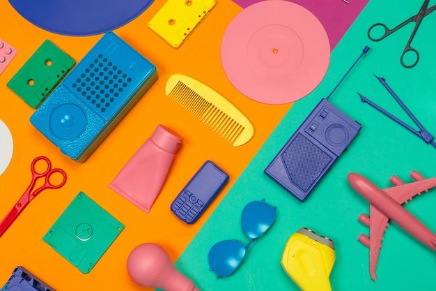 Piatto piano creativo con accessori per le vacanze
