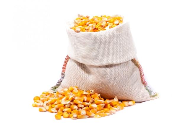 Piccola borsa del primo piano del cereale isolata.