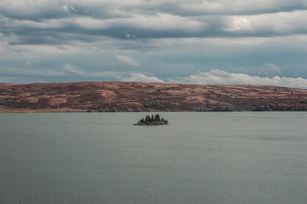 Piccola isola nel grande lago