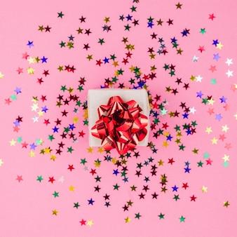 Piccola scatola regalo con lustrini