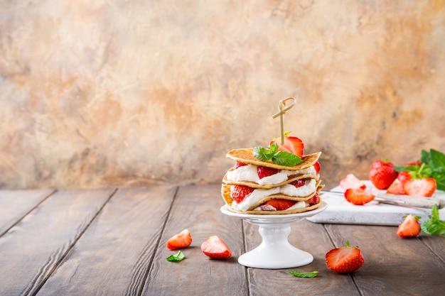 Piccola torta fatta di pancake