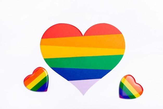 Piccoli badge con il concetto di arcobaleno