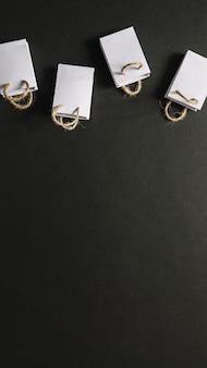Piccoli pacchetti bianchi