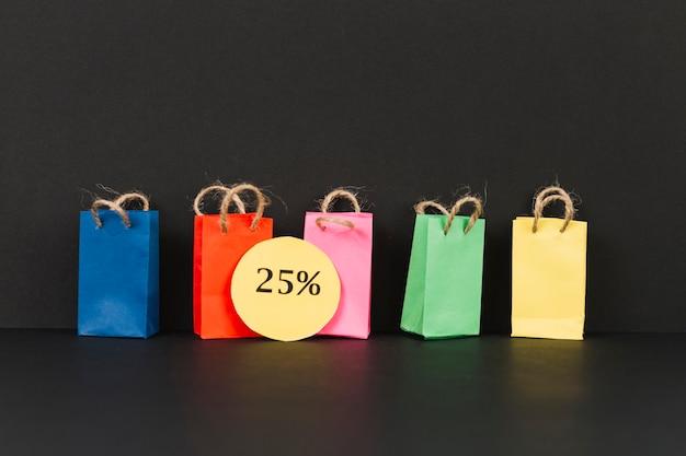 Piccoli pacchetti luminosi con adesivo di vendita