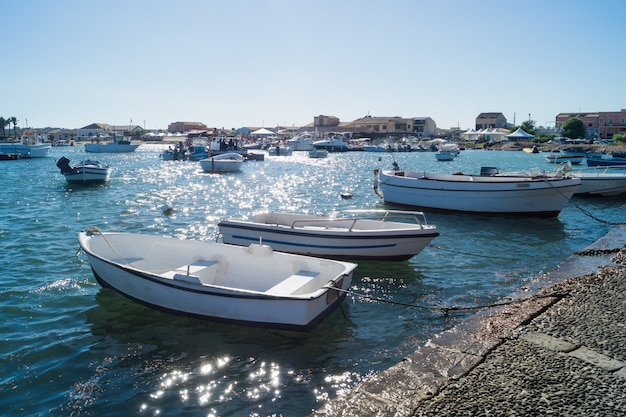 Piccolo porto del borgo marinaro di marzamemi, in sicilia