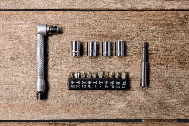 Piccolo set di chiavi inglesi chiave a cricchetto e blocchetto quadrato