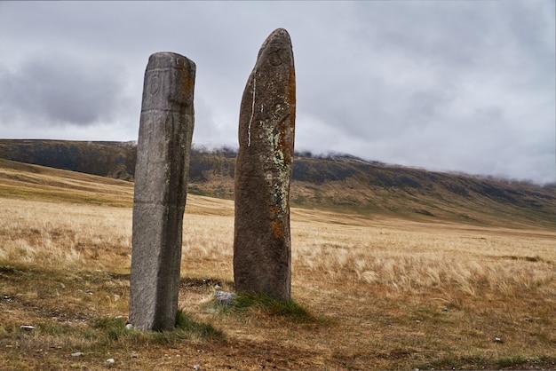 Pietre rituali per i sacrifici agli dei altai