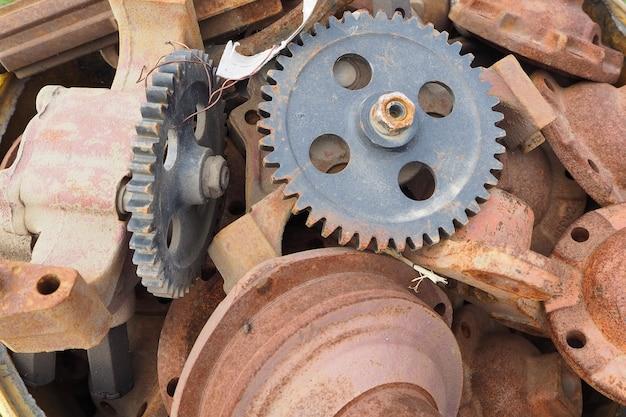 Pignoni e ingranaggi arrugginiti dell'azionamento industriale