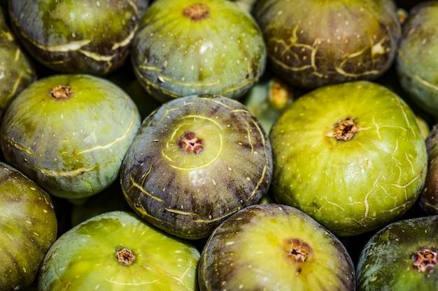 Pila di anguria fresca nel mercato
