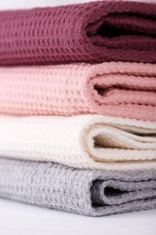 Pila di asciugamani da cucina