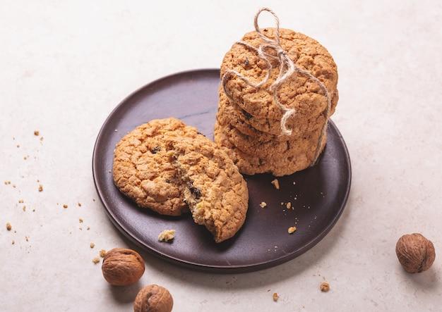 Pila di biscotti di farina d'avena. prodotti da forno fatti in casa