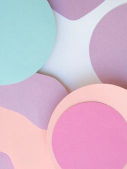 Pila di cerchi di carta sfondo geometrico