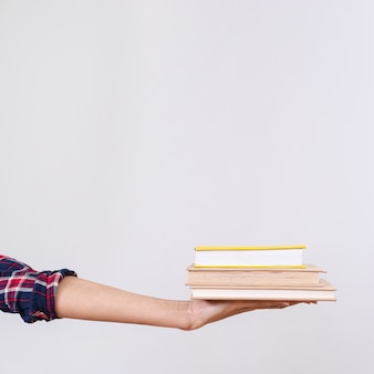 Pila di libri copia-spazio