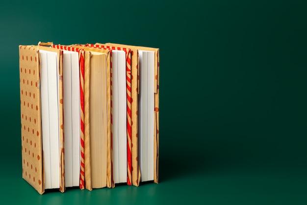 Pila di libri e copyspace