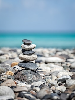 Pila di pietre equilibrate zen