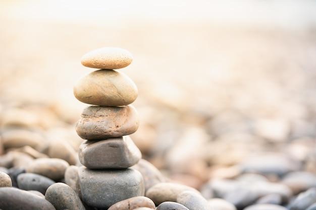 Pila di pietre. trattamento spa e concetto zen