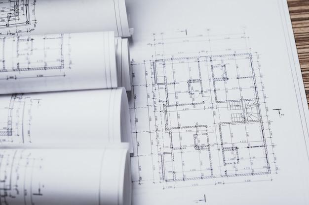 Pila di progetti di costruzione bianchi