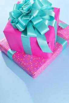 Pila di regali di compleanno