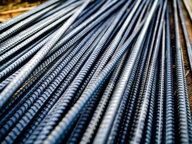 Pila di tondo per cemento armato d'acciaio per calcestruzzo di rinforzo al cantiere